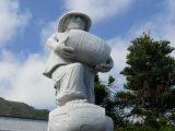 Denkmal in Garachico zur Erinnerung an den Kampf gegen das englische Weinmonopol. Die 5 Meter hohe Skulptur ist aus weißem Carrara-Marmor modelliert.